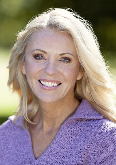 A beautiful woman with beautiful teeth thanks to cosmetic dentistry in Issaquah WA