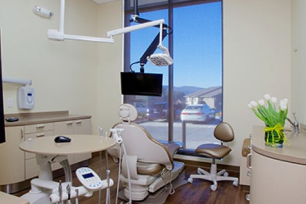 Office tour of Discovery Dental. Here is the exam room